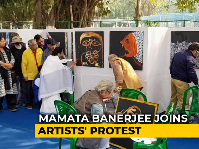 Video : Mamata Banerjee, Other Kolkata Artists Pick Up Paint Brushes To Protest Against CAA