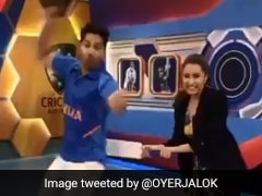 इंडिया- ऑस्ट्रेलिया मैच से पहले श्रद्धा कपूर ने वरुण धवन की बैट से यूं की पिटाई... देखें वायरल Video