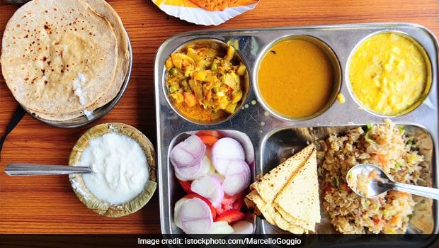 American Chef Impresses Reddit With Delicious Indian Thali Cooked From Scratch