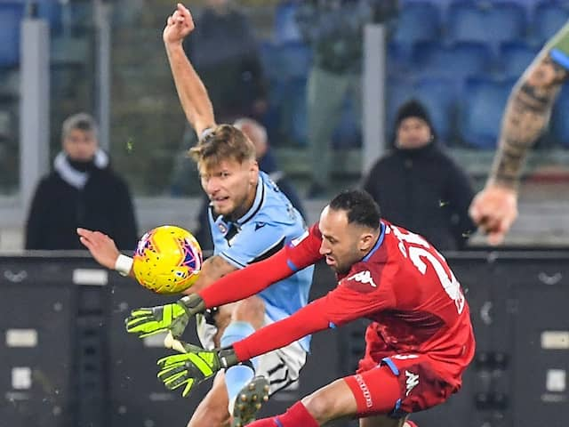 Watch: Goalkeepers Shocking Howler Gifts Opposition Late Win