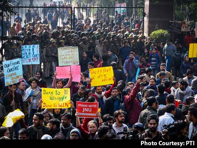 Video: JNU Students Protest In Central Delhi, Police Lathicharge Them, Other Top Stories