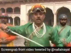Live Tv पर 'शहंशाह' बना पाकिस्तानी रिपोर्टर, माइक नहीं तलवार के साथ यूं सुनाई खबर... देखें Funny Video