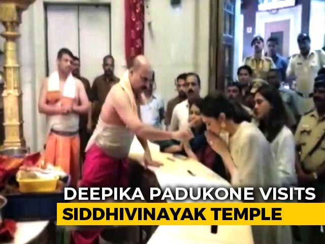 Deepika Padukone Seeks Blessings For Chhapaak At Siddhivinayak Temple