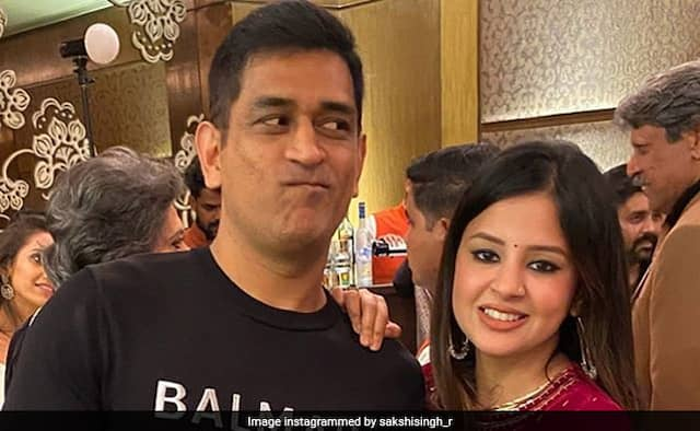Sakshi reveal reason behind she deleted the tweet about dhoni retirement Watch Video