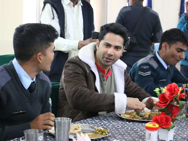 Video : <i>Jai Jawan</i>: Varun Dhawan Chats With IAF Soldiers Over Lunch