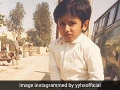 हाथ में बैट पकड़ा हुआ बच्चा आज है बॉलीवुड का बहुत बड़ा सुपरस्टार, पहचानो तो जानें- देखें Photo