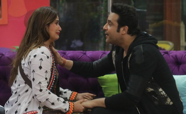 Bigg Boss 13 Written Update January 15, 2020: Aarti Singh's Brother Krushna Abhishek And Others Visit The House