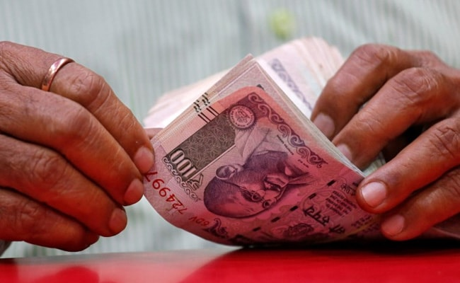 Rupee Settles Flat To 72.84 Against Dollar Amid Muted Domestic Equities