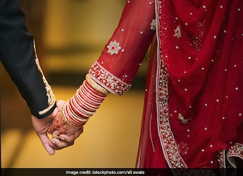 Watch: Kashmiri Couple Makes Roti Together As Part Of Wedding Tradition