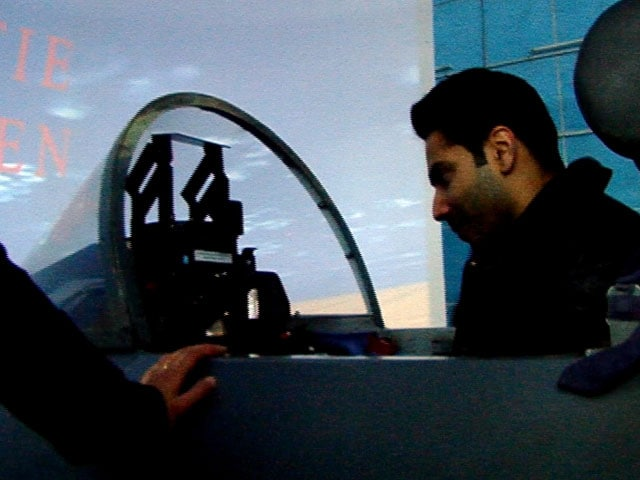 Video : <i>Jai Jawan</i>: Varun Dhawan Tries Out An Air Force Jet Simulator, G-Suit