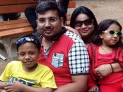 कार में सराफा व्यापारी, उसकी पत्नी और बेटी के शव मिले, बेटा गंभीर घायल