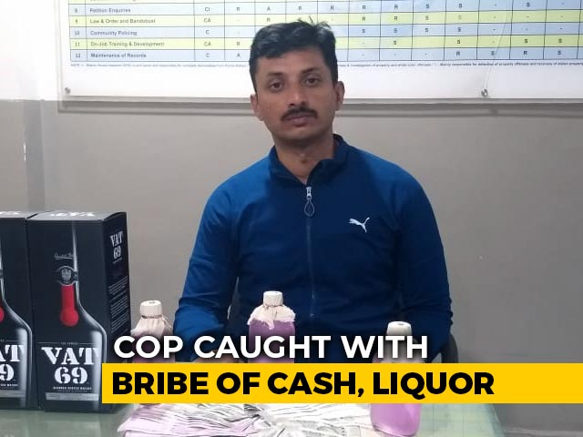 Video : Hyderabad Cop Caught Taking Cash, Booze As Bribe In Businessman's Car