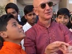 कुर्ता-पाजामा में दिखे अमेजन संस्थापक जेफ बेजोस, मकर संक्रांति पर बच्चों संग उड़ाई पतंग, देखें Video