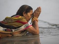 Makar Sankranti 2021: मकर संक्रांति पर हजारों श्रद्धालुओं ने गंगासागर में किया स्नान
