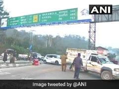 ट्रक में सवार होकर श्रीनगर जा रहे थे आतंकी, टोल प्लाजा पर रोका तो बरसाई गोलियां, मुठभेड़ में 3 आतंकी ढेर