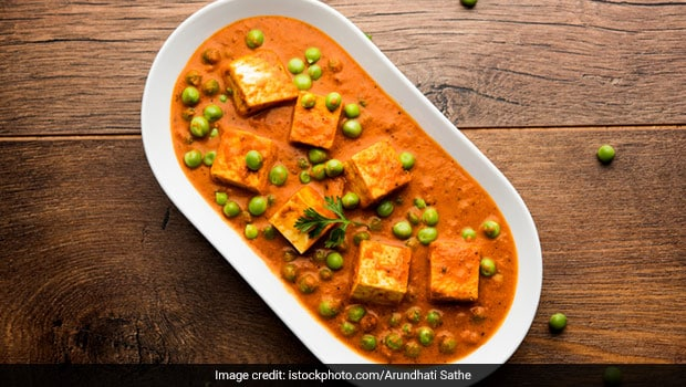 Planning To Make <i>Matar Paneer</i>? This Time, Make It Restaurant-Style! Watch Recipe Video Here