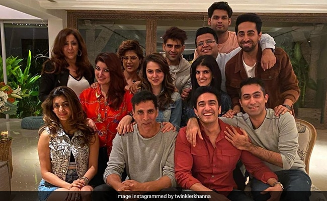 'Winners' In Front, 'Losers' At The Back In Twinkle Khanna's Pic With Akshay Kumar, Ayushmann Khurrana, Tahira Kashyap And Other Friends
