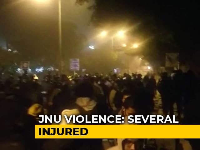 Video : Watch: JNU Students March Towards Campus Gates After Mob Attack