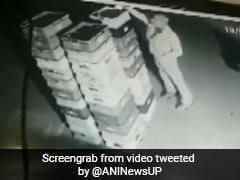 दिल्ली से सटे नोएडा में दूध का पैकेट चुराते CCTV कैमरे में कैद हुआ पुलिसवाला, देखें VIDEO