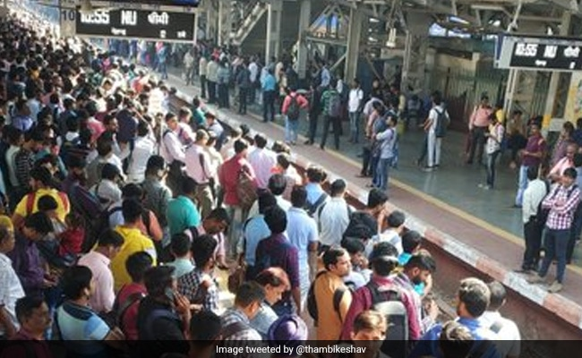 On Day 1 Of AC Local, Stampede-Like Scene At Thane Station