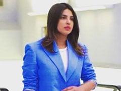 प्रियंका चोपड़ा ने नीले कोट-पैंट में भारत में मारी एंट्री, VIP नहीं रेगुलर गेट से आईं बाहर- देखें Video