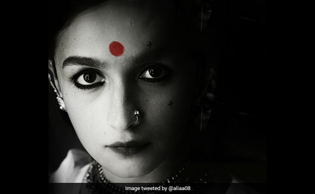 Gangubai Kathiawadi: Deepika Padukone 'Loves' Alia Bhatt's Look. Ranveer Singh's Reaction Is A Winner