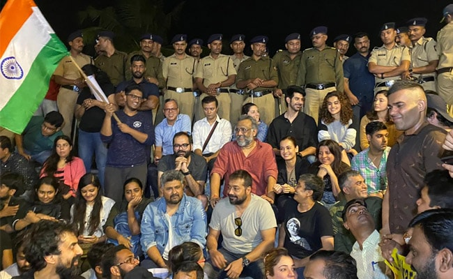 Image result for photo of Anurag Kashyap, Zoya Akhtar, Others Lead Mumbai Protest Over JNU Attack