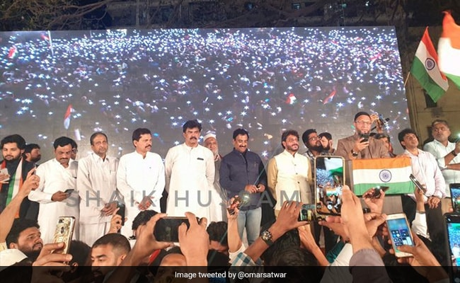 Asaduddin Owaisi Reads Out Preamble To The Constitution At Mumbai Rally