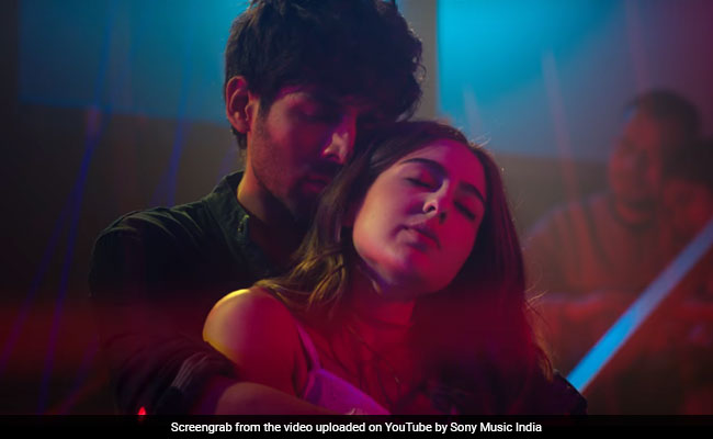 'Love Aaj Kal'  ছবির প্রথম গানে সারার লাস্যকে ছাপিয়ে গেলেন 'লাভার বয়' কার্তিক