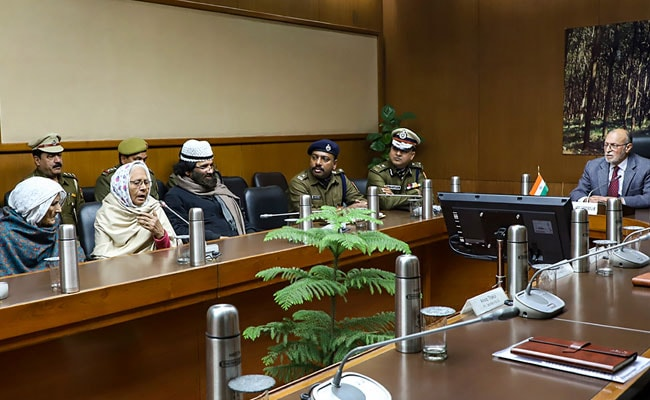 Delhi Lieutenant Governor Meets Shaheen Bagh Protesters, Calls For Peace