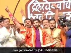 राज ठाकरे ने अपने बेटे अमित को भी राजनीति में उतारा, पार्टी के झंडे को भगवा रंग में रंगा