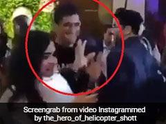 सिंगर ने स्टेज पर बुलाया तो भाग पड़े MS Dhoni, बाद में साक्षी संग यूं हुए रोमांटिक- देखें Video