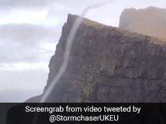 कभी देखा है पानी से भरा बवंडर! VIDEO में देखिए कैसे नीचे से ऊपर दौड़ रहा है पानी