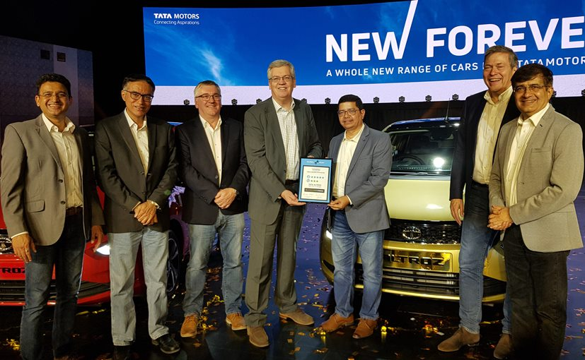 David Ward, Head of Global NCAP presenting the award for the Tata Altroz to Tata Motors management