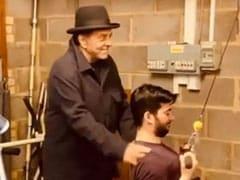 धर्मेंद्र का वीडियो हुआ वायरल, पोते करण देओल को जिम में ट्रेनिंग देते आए नजर- देखें Video