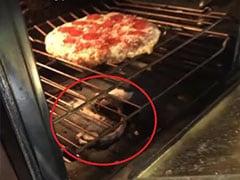 ऊपर बन रहा था Pizza और नीचे तड़प रहा था सांप, ओवन खोलकर निकाला तो हुआ ऐसा... देखें Video