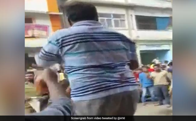 Maharashtra Trader Uses Red Chilli Powder To Tackle CAA Protesters. Watch Video