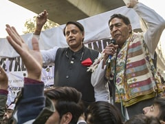 """We're With You"": Shashi Tharoor Visits Jamia, Shaheen Bagh, JNU In Delhi"