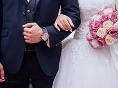 दुल्हन ने शादी में गेस्ट्स को एंट्री देने के लिए मांगी फीस तो हुई ट्रोल, लोगों ने कहा...