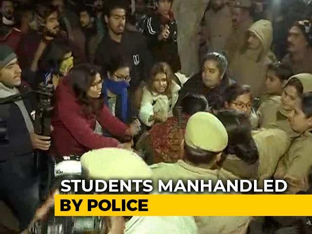 Video : JNU Students March Towards Rashtrapati Bhavan, Clash With Police