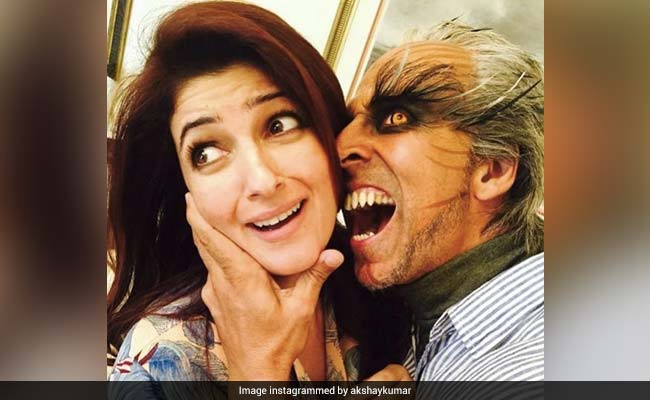 Happy Anniversary: Some Days Akshay Kumar, Twinkle Khanna Cuddle And Some Days They Are Like This. Major LOL
