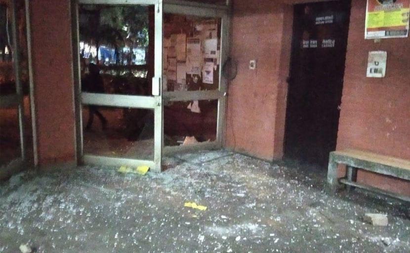JNU में बवाल: मदद के लिए दो घंटे के बाद भी नहीं आई पुलिस - JNU शिक्षक