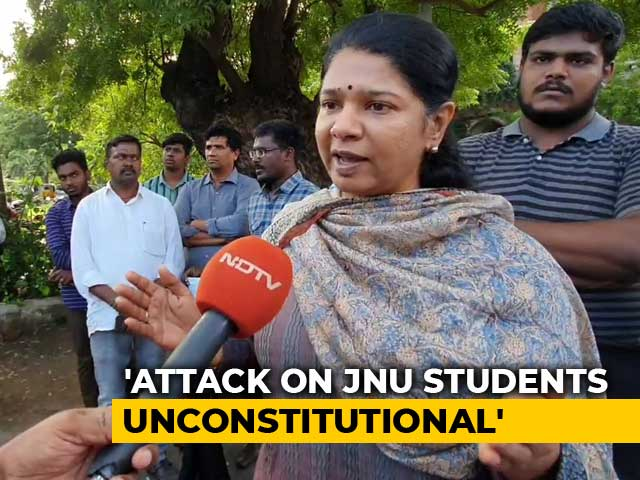 Video : Kanimozhi Joins Protesting Students In Chennai. Expresses Solidarity
