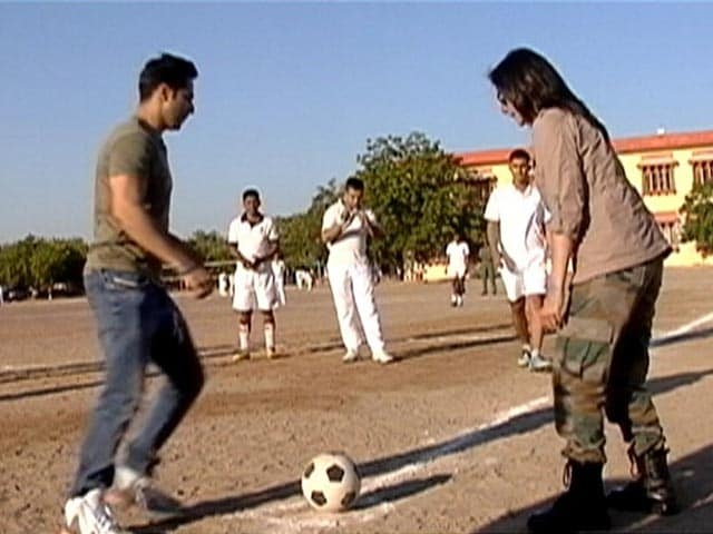 Video : <i>Jai Jawan</i>: Varun Dhawan's Football Match With Air Warriors