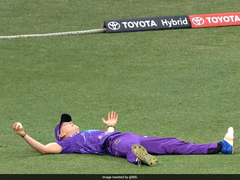 Fielder Takes Brilliant Reflex Catch After Misjudging Ball In BBL. Watch