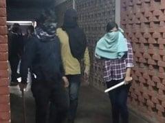JNU कैंपस में नकाबपोश बदमाशों का हमला, 40 से ज्यादा छात्र और शिक्षक घायल