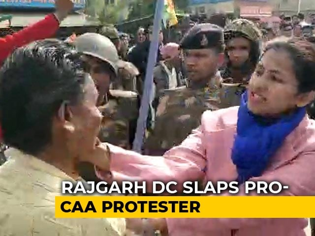 Video : Slaps, Hair Pulling. In Madhya Pradesh, Officials vs Pro-CAA Protesters