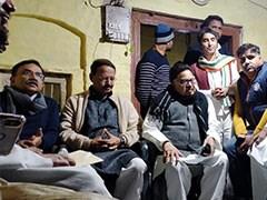 कांग्रेस के दो बड़े नेता गुपचुप फिरोजाबाद पहुंचे, मृतकों के परिजनों को प्रियंका गांधी की चिट्ठी सौंपी