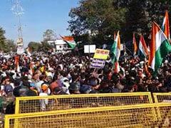 जबलपुर में CAA के समर्थकों और विरोधियों के बीच टकराव, तनाव के हालात; देखें VIDEO