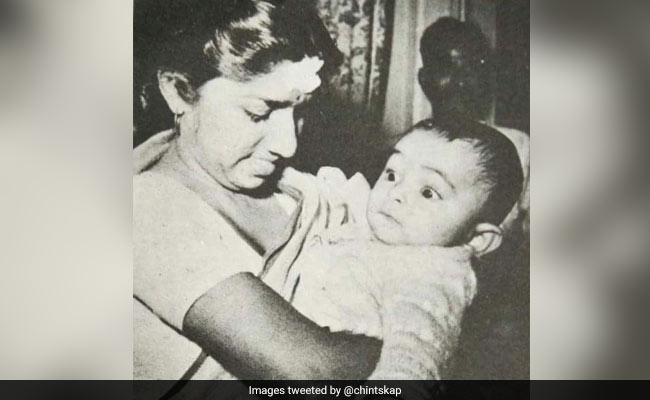 Lata Mangeshkar And Little Rishi Kapoor In A Priceless Throwback Pic